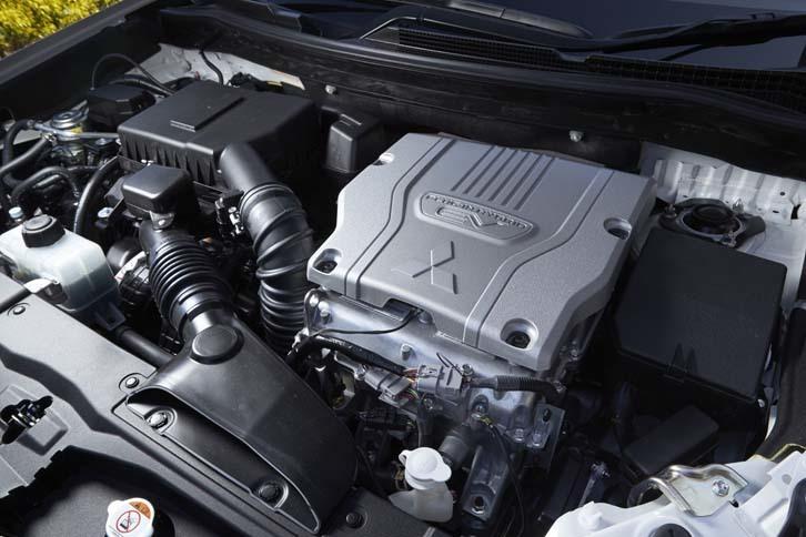 パワーユニットは、2リッター直4エンジンに、フロントとリアにそれぞれ1基ずつのモーターが組み合わされ、4輪を駆動する。