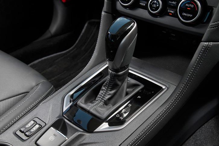 トランスミッションには従来モデルと同じく、チェーン式CVTの「リニアトロニック」を採用。大幅な改良により、小型軽量化、変速比幅の拡大などを実現している。