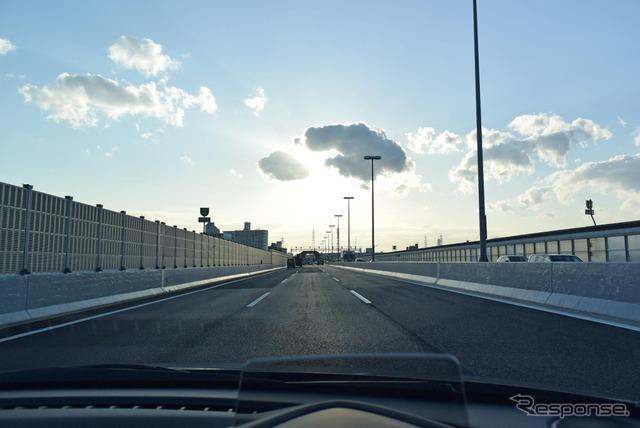阪神高速道路をクルーズ中。