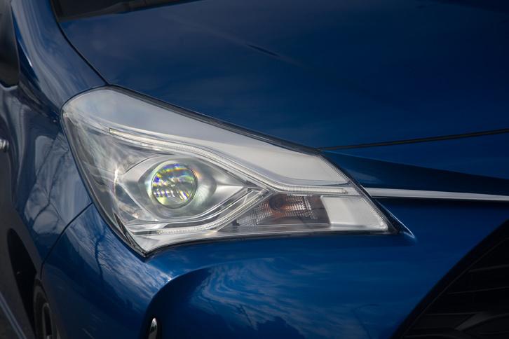 新たに設定された有償オプションの「Bi-Beam LEDヘッドランプ」。車両姿勢の変化に対応して、照射軸を一定に保つオートレベリング機能が搭載されている。