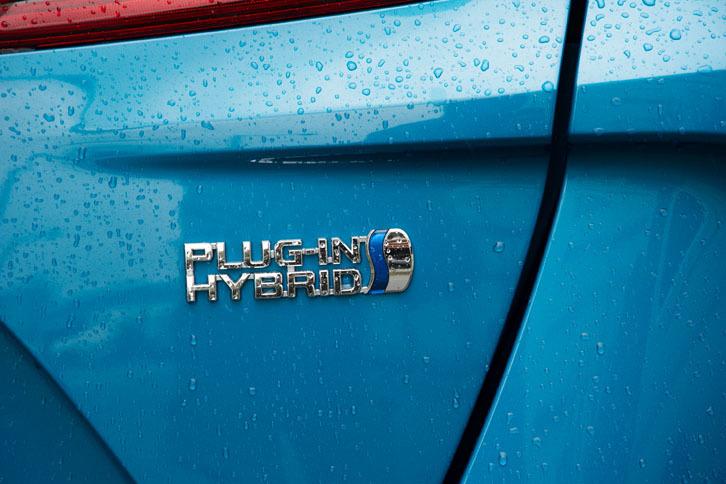 リチウムイオン電池の小型軽量化と大容量化により、プラグインハイブリッドシステムが大幅に強化された。EV走行可能な距離は、先代モデルの26.4kmに対し、新型では68.2kmとなっている。