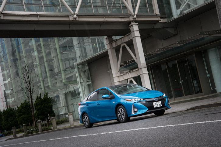 「プリウスPHV」には、衝突回避支援パッケージの「Toyota Safety Sense P」が全車に標準で備わる。