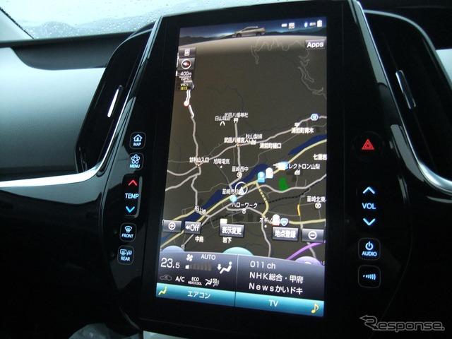 大画面ディスプレイは見やすいが、車両情報などを細かく表示できるわけではない。タッチ操作に対する応答性も良くなかった。