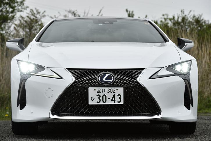 「LC」の発売は2017年3月。50台の月販目標に対し、およそ1カ月後の受注は約1800台に達したという。その内訳は「LC500」が約1000台で、「LC500h」が約800台。