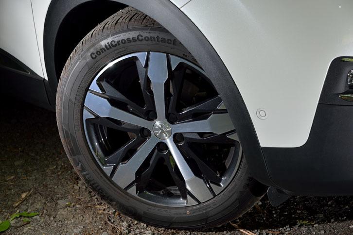 悪路走破性が高められた「GTライン」はM+S(マッド&スノー)タイヤを履く。