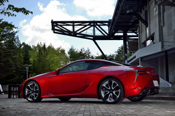 ボディーカラーは、テスト車の「ラディアントレッドコントラストレイヤリング」を含む全11色が用意される。