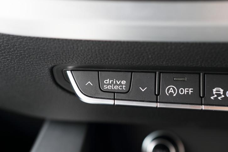 走行モード切り替え機構「アウディドライビングセレクト」の操作スイッチ。