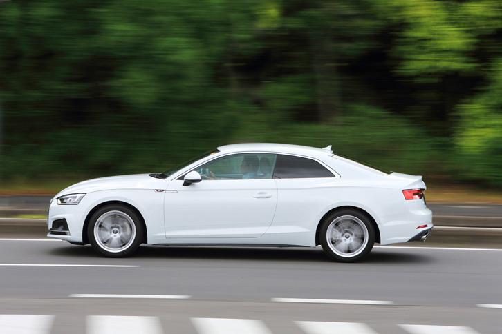 車重1570kgの4WD車でありながら、「A5クーペ」はJC08モード計測で16.5km/リッターという燃費性能を実現している。