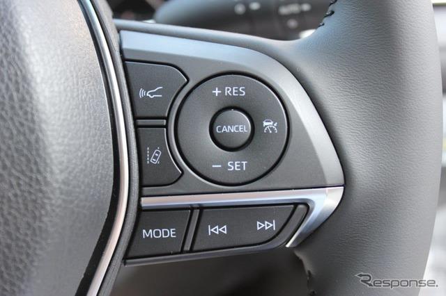 ACCやレーンキープなどのスイッチは、トヨタ車が採用するレバー式ではなく、一般的なステアリングスイッチタイプのためとても使いやすい