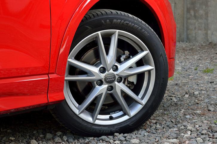 5スポークYデザインの18インチアルミホイール。テスト車では、ミシュランの「プライマシー3」が組み合わされていた。