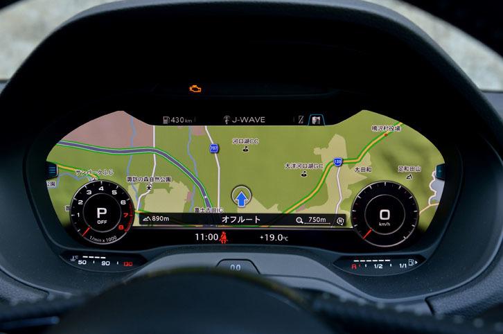 全面が液晶画面になったメーターパネル「アウディバーチャルコックピット」は標準装備。写真のようにカーナビの地図を表示することができる。