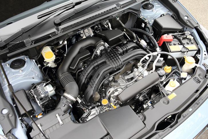 現行型「インプレッサ」から導入が進められている、新型の2リッター水平対向4気筒直噴エンジン。従来の2リッターエンジンより約80%の部品の設計を見直すことで、優れた燃費と実用域トルクの向上を実現している。