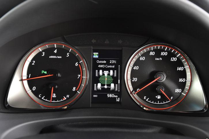 新たに設定されたターボ車には、専用デザインのオプティトロンメーターが与えられる。