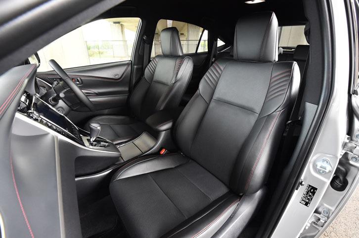 """プレミアムナッパ本革で仕立てられた、上級グレード「プログレス""""Metal and Leather Package""""」のシート。ターボ車のシートカラーはブラックで、ほかのモデルには茶系のダークサドルタンのシートカラーも設定される。"""