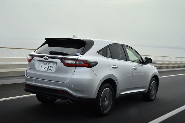 今回は、高速道路を中心に400km弱の距離を試乗。燃費は満タン法で10.6km/リッター、車載燃費計では10.8km/リッターを記録した。