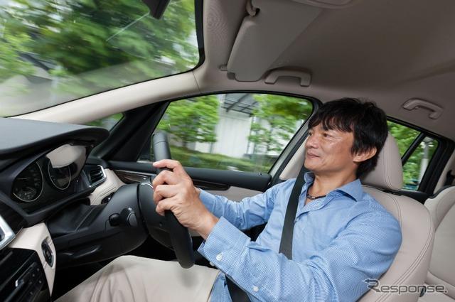 BMW 2シリーズ グランツアラーを運転する岡本幸一郎氏