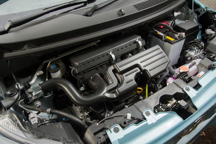 「ミラ イース」のパワープラントは従来モデルのものをベースに、アクセル開度に対してリニアに駆動力を発生し、加速性能を高めるためにエンジンとCVTの制御が変更されている。