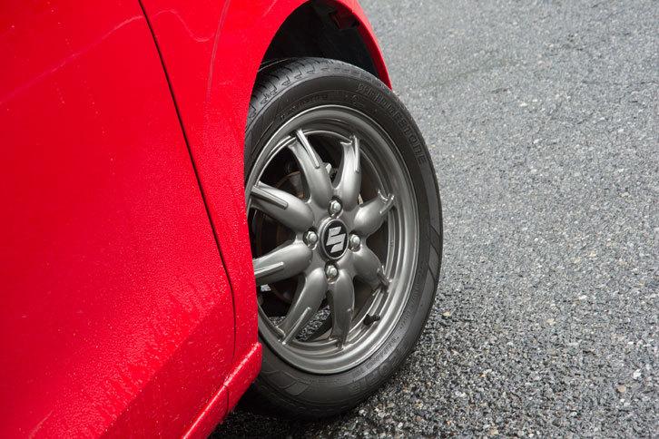 「アルト」のタイヤサイズは145/80R13が主で、「X」のみ165/55R15となっている。