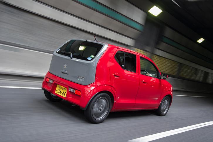 両モデルの価格帯は、「アルト」が乗用モデルのみで84万7800円から122万9040円、「ミラ イース」が84万2400円から133万9200円となっている。