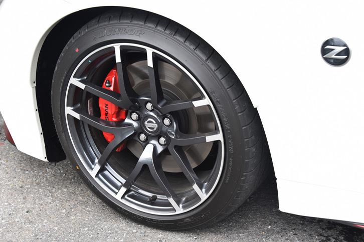 タイヤには、2017年7月の改良で新たに「ダンロップSP SPORT MAXX GT600」を採用。従来のタイヤより転がり抵抗が20%低く、高い動力性能を保ちつつ、ロードノイズの低減と燃費の改善に寄与している。