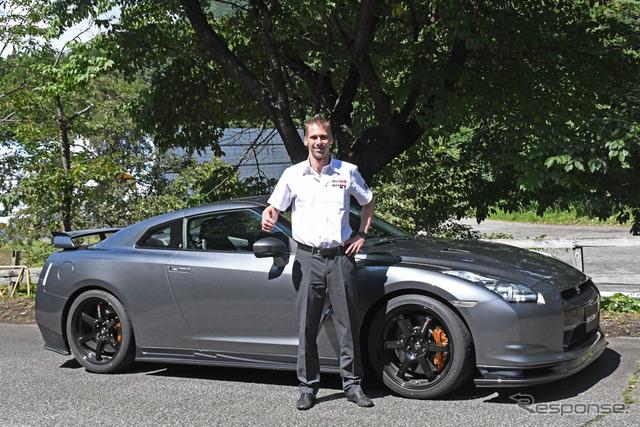 ミハエル・クルム選手と日産 GT-R NISMOパーツ装着車