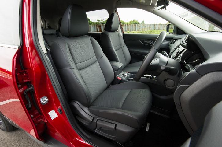 防水加工が施されたシート表皮が全車に標準で備わる。防水性と透湿性を両立させた素材を採用しており、夏場でも快適に座れるという。