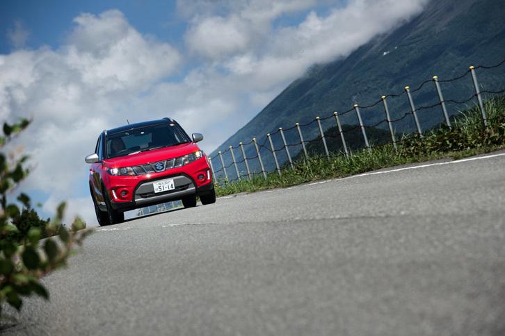 「1.4ターボ」の車両重量は、同クラスの4WD車としては軽量な1220kg。1.6リッターモデルと比べても10kgしか重くなっていない。
