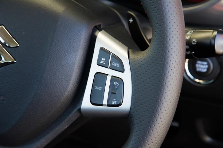 「エスクード」では1.6リッターモデルにも「1.4ターボ」にも、アダプティブクルーズコントロールや自動ブレーキといった運転支援システムが標準装備される。
