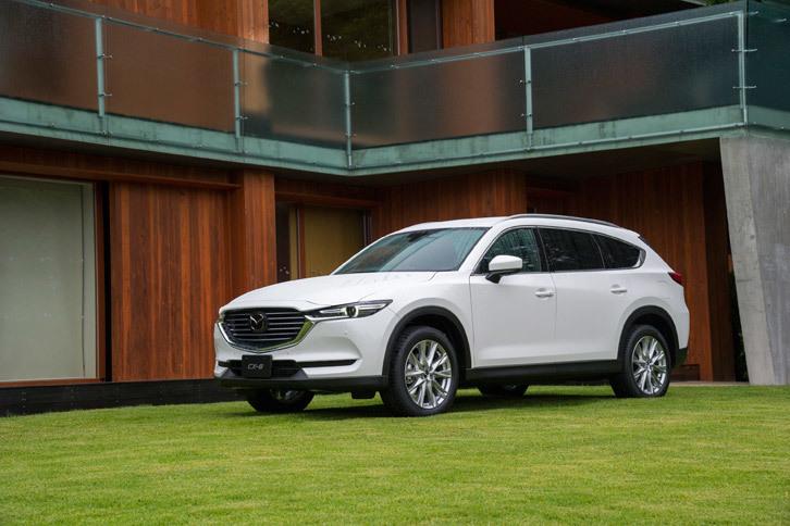 マツダの最新SUVにして、初の3列シートSUVである「CX-8」。ミニバンから撤退する同社にとって、唯一の多人数乗車モデルである。
