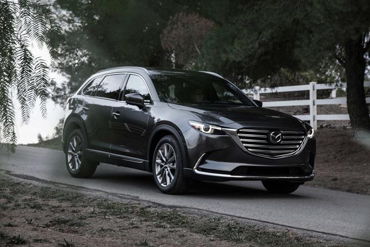 北米市場ではユーザーのミニバン離れが進んでおり、マツダも多人数乗車モデルとしてはミニバンではなく大型SUVを投入している。写真は最新モデルの「CX-9」。
