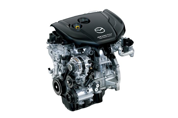 パワープラントには「CX-5」のものより大幅改良を受けた2.2リッターディーゼルターボエンジンを搭載。最高出力190ps、最大トルク450Nmというアウトプットと、4WD車で17.0km/リッターという燃費(JC08モード)を実現している。