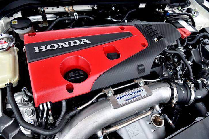 2リッター直4ターボエンジンの最高出力は従来型比10ps向上の320psへ。高出力とハイレスポンスを徹底的に追い求めた。