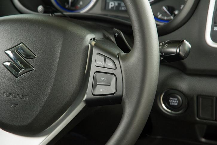 「SX4 Sクロス」には、前走車追従機能付きクルーズコントロールも標準装備される。