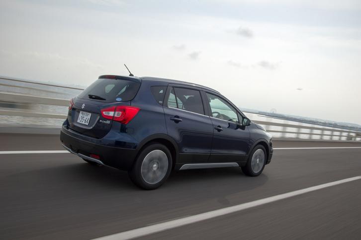 燃費はJC08モード計測で、FF車が16.2km/リッター、4WD車が15.2km/リッターとなっている。