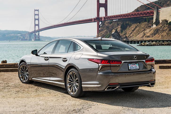 5代目となる新型「レクサスLS」。2017年1月のデトロイトショーで純ガソリン車の「LS500」が発表され、同年3月のジュネーブショーでハイブリッド車の「LS500h」が披露された。
