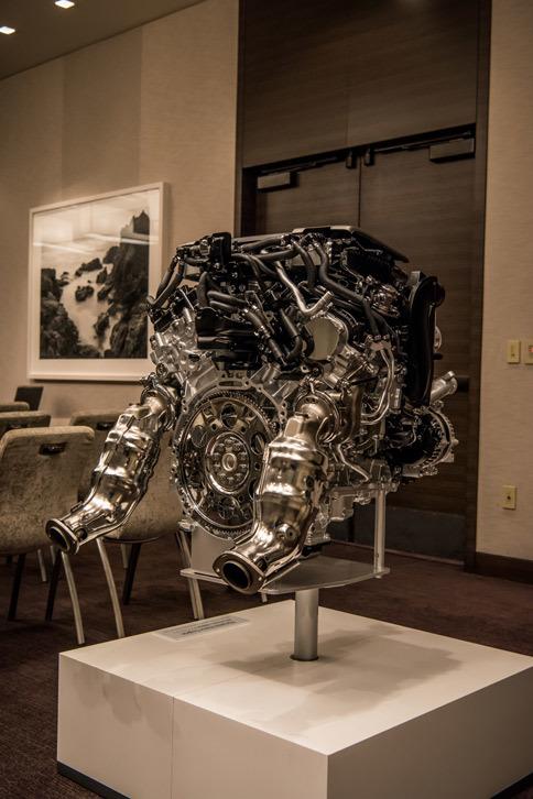 技術説明の会場に展示されていた、3.5リッターV6ツインターボエンジン。世界トップレベルの熱効率により、高出力と低燃費を両立している。