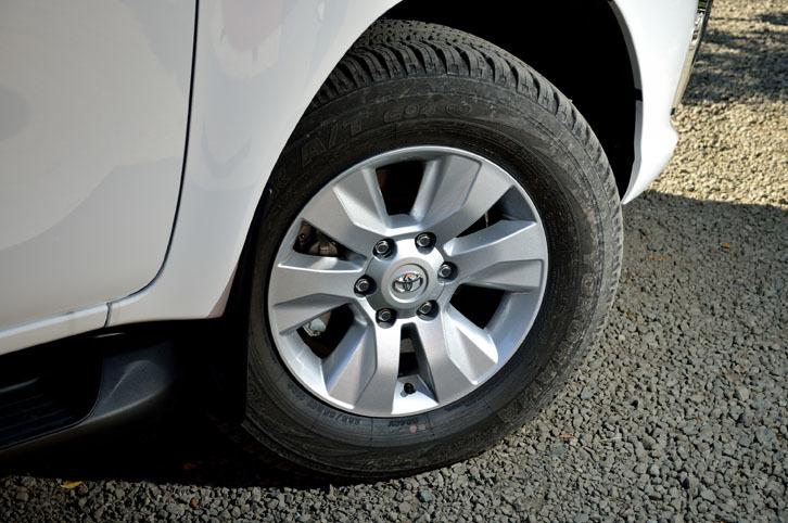 ホイールのサイズは17インチ。タイヤは265/65サイズの「ヨコハマ・ジオランダー」が装着されていた。