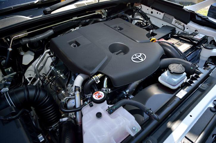 パワーユニットは、2.4リッター直4ディーゼルターボのみ。燃費はJC08モードで11.8km/リッターを記録する。