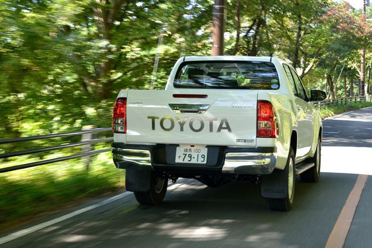 リアのハッチに見られる金属調の「TOYOTA」デカールは、2万0520円のオプション。