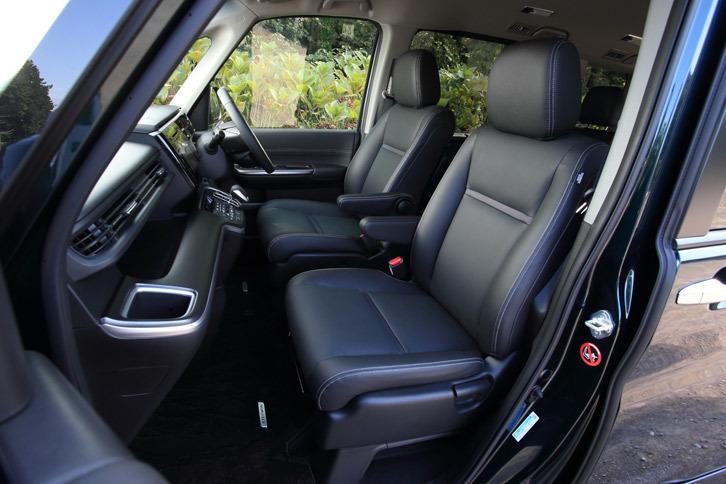 テスト車に採用されていた本革シート。「ステップワゴン」のラインナップの中でも、「スパーダ ハイブリッドG・EX Honda SENSING」のみに用意されるオプションである。