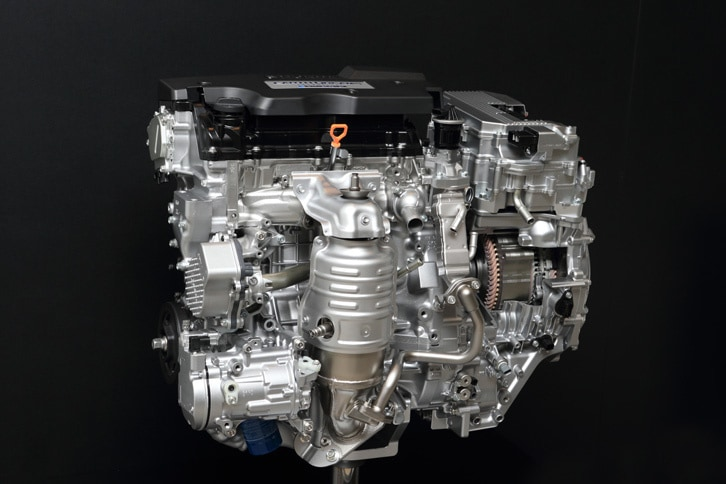 パワープラントの模型。2リッターエンジンは通常は発電に徹し、モーターがタイヤを駆動。高速での一定速走行時のみ、エンジンがタイヤを駆動する。