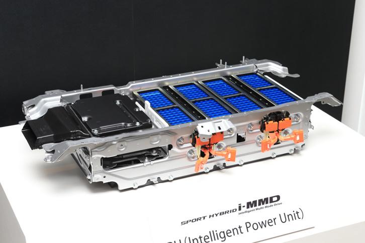 リチウムイオンバッテリーやDC-DCコンバーターなどからなるIPU(インテリジェントパワーユニット)。前席の床下に搭載される。