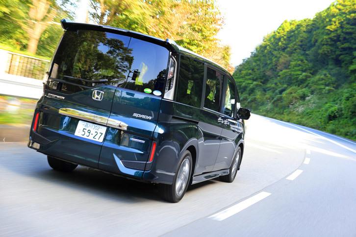 燃費性能は、JC08モード計測で25.0km/リッター、WLTCモード計測で20.0km/リッターとされている。