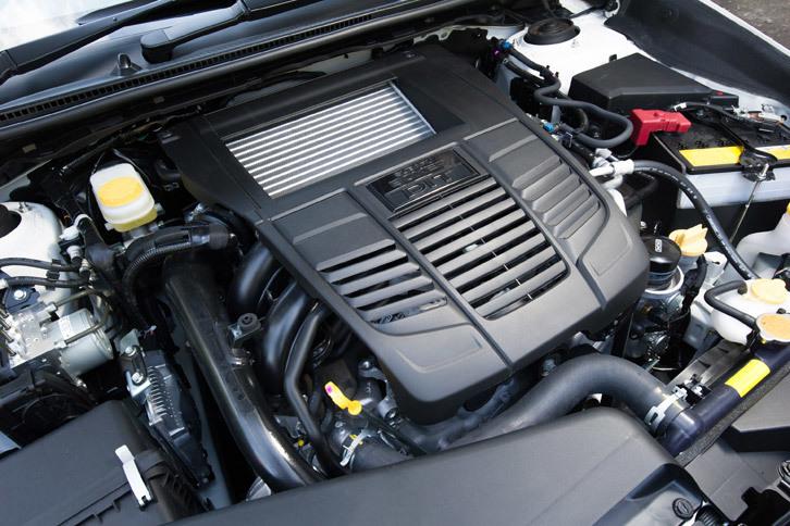 最高出力300ps、最大トルク400Nmを発生する2リッター水平対向ターボエンジン。今回の改良では、パワープラントやトランスミッション、4WD機構に関する変更は行われていない。