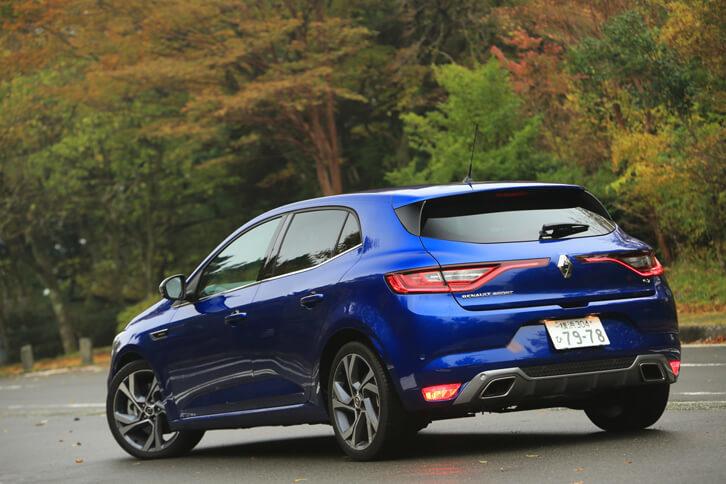 4代目となる新型「ルノー・メガーヌ」は、日本では2017年10月にお披露目された。ラインナップは、スポーティーな意匠が特徴の「GTライン」と、205psの高性能モデル「GT」となっている。