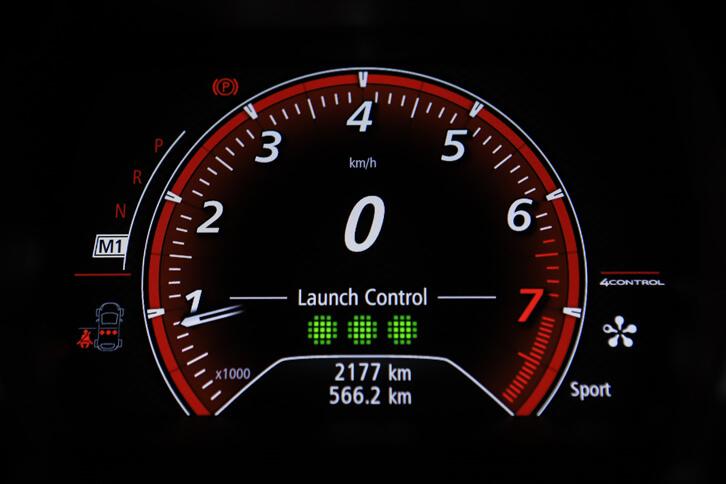 「GT」にはローンチコントロール機能が備わっており、鋭いスタート加速により、0-100km/h加速が7.1秒という動力性能を実現している。