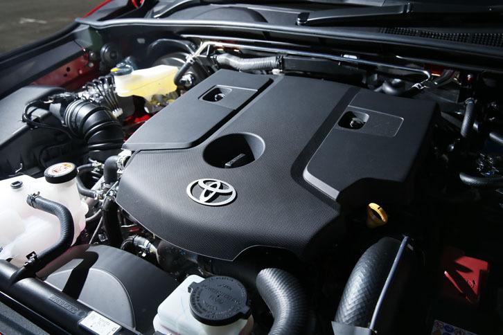 日本で販売される「ハイラックス」のエンジンは、2.4リッター直4ディーゼルのみ。1600rpmという低回転域から400Nmの最大トルクを発生する。