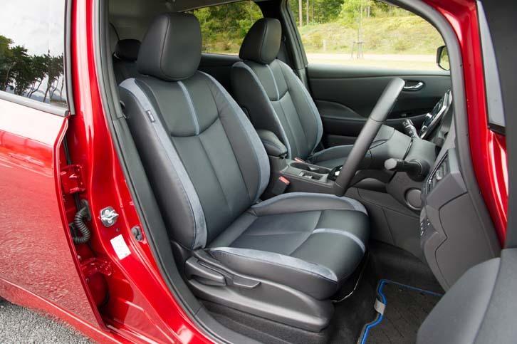 テスト車にはオプションの本革シートが装着されていた。前席のシートヒーターは全車に標準で備わる。