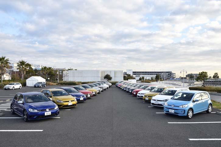 ずらりと並んだフォルクスワーゲンのオールラインナップ。全13車種24台が試乗に供された。