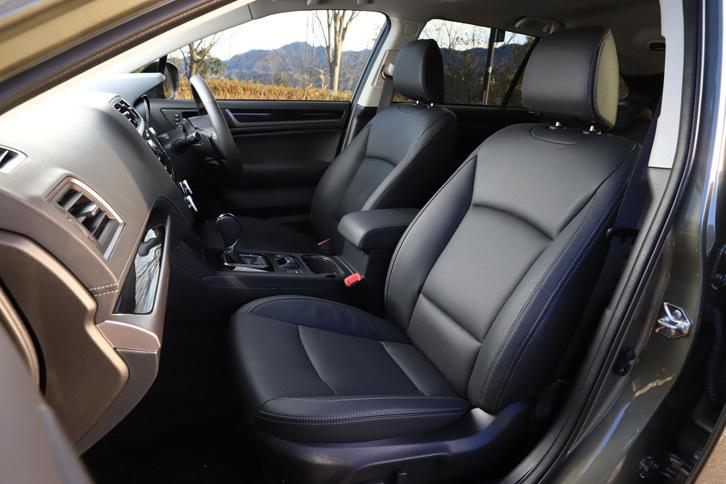 上級グレード「リミテッド」に標準装備される本革シート。ブラックとアイボリーの2色が用意される。